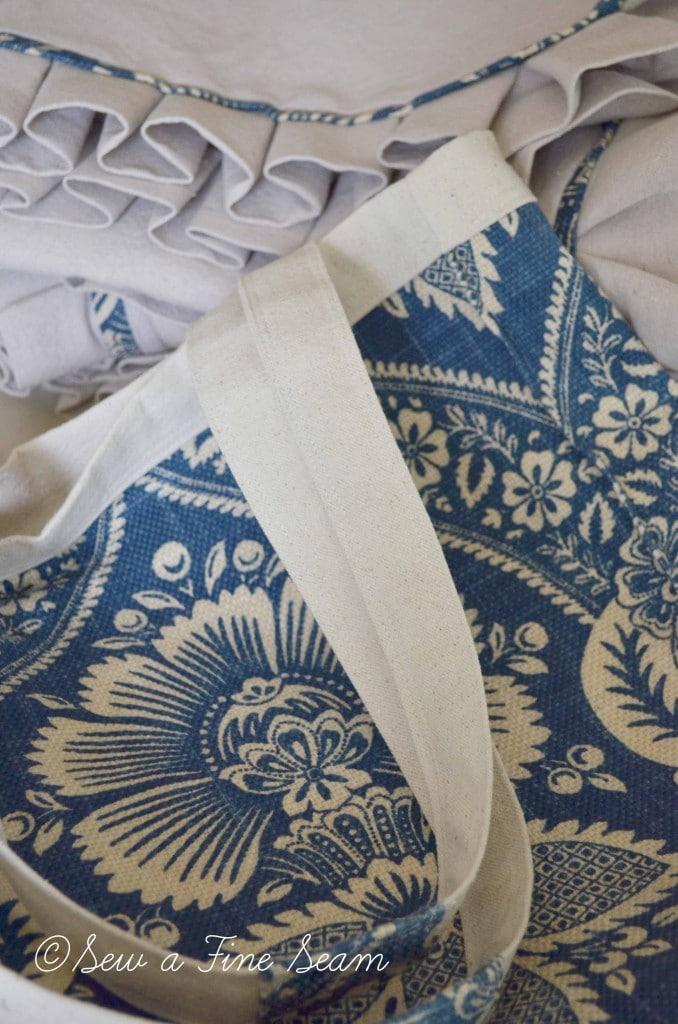 blue and cream handbag 2