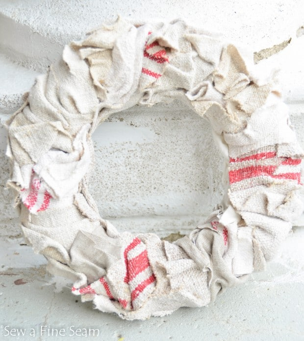 grain sack wreath (5 of 5)