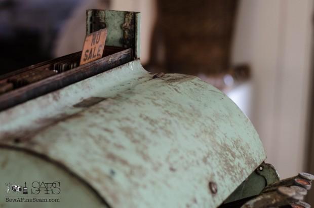 vintage cash register (4 of 8)