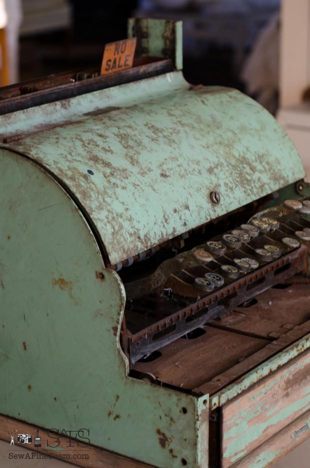 vintage cash register (6 of 8)