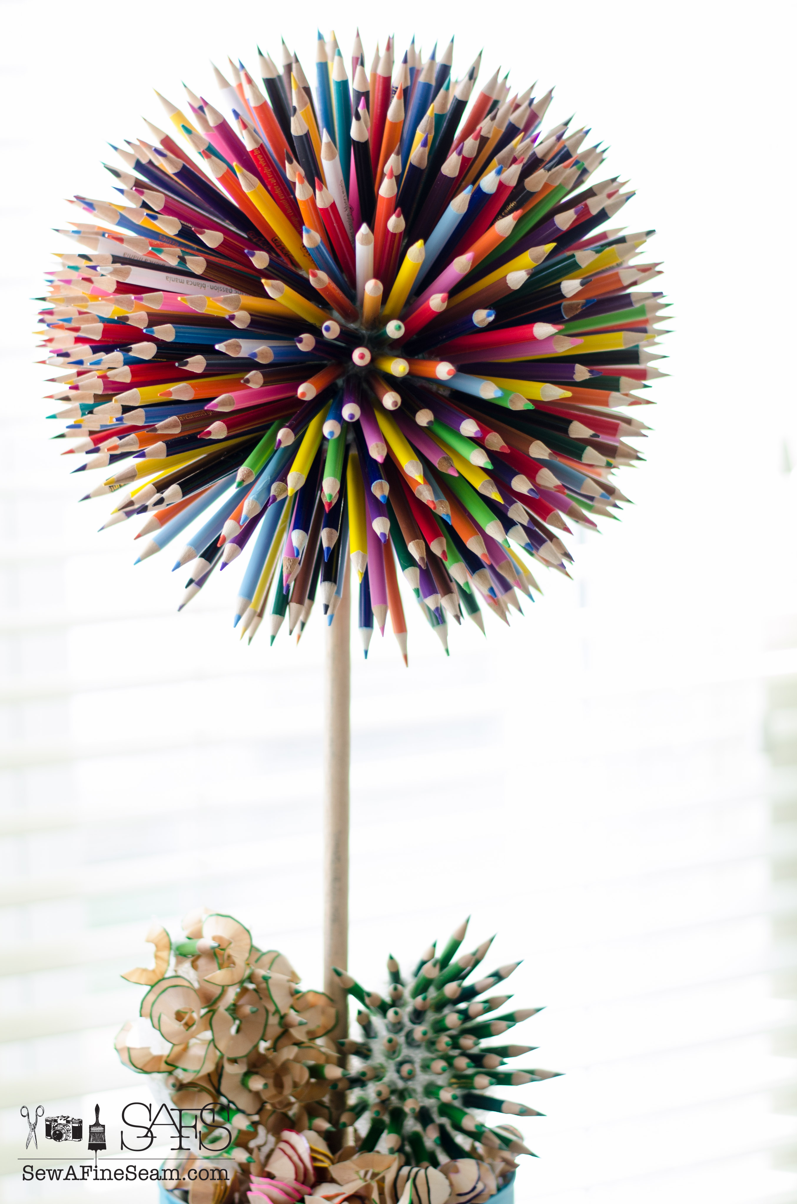 Colored Pencil Craft Flower In A Paint Bucket Sew A Fine Seam