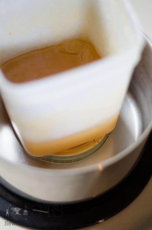 melting chrystilized honey (3 of 6)