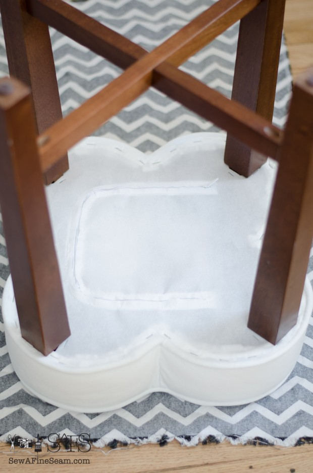 flower shaped ottoman slipcover - cutting out the top